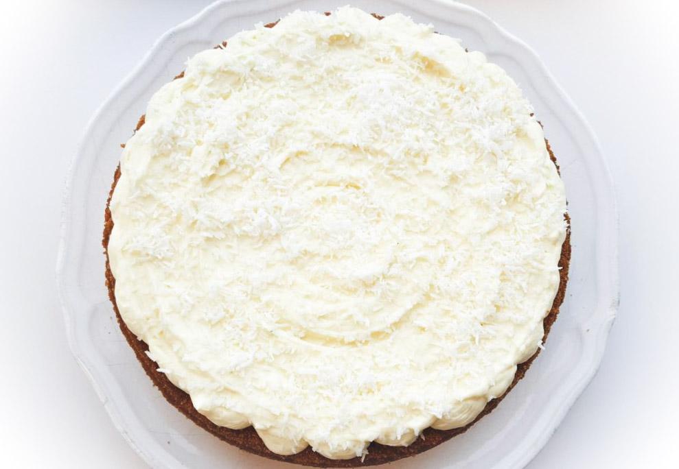 Morotskaka med Limefrosting och kokos